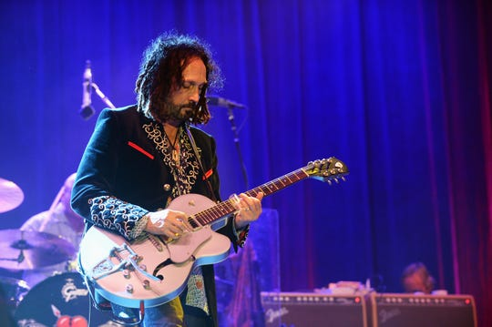 Mike Campbell will perform with Fleetwood Mac Oct. 16 at Bankers Life Fieldhouse.