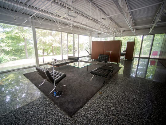 For Shell, the house he built was a way to show that architecture was visual art. He considered the flat-roofed, 40-by-40-foot building with steel beams and large glass panels a labor of love.