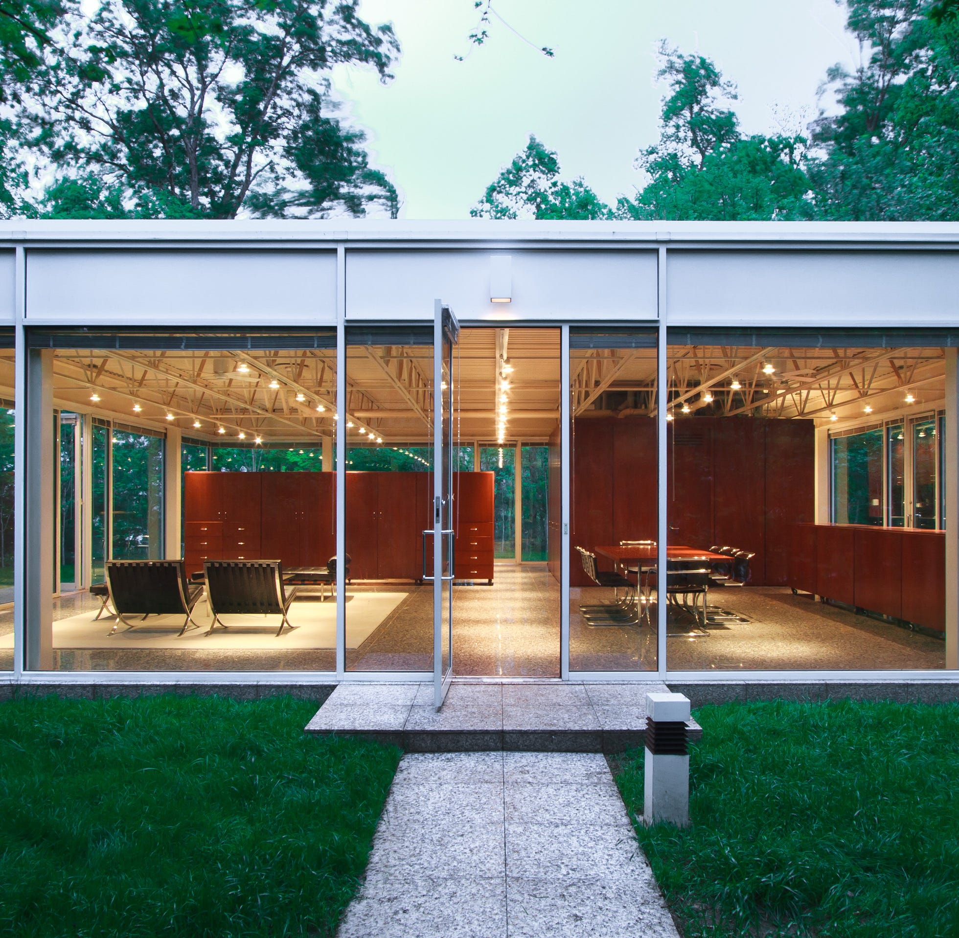 Glass box house built on Knoxville river cliff by UT professor on sale for $575,000