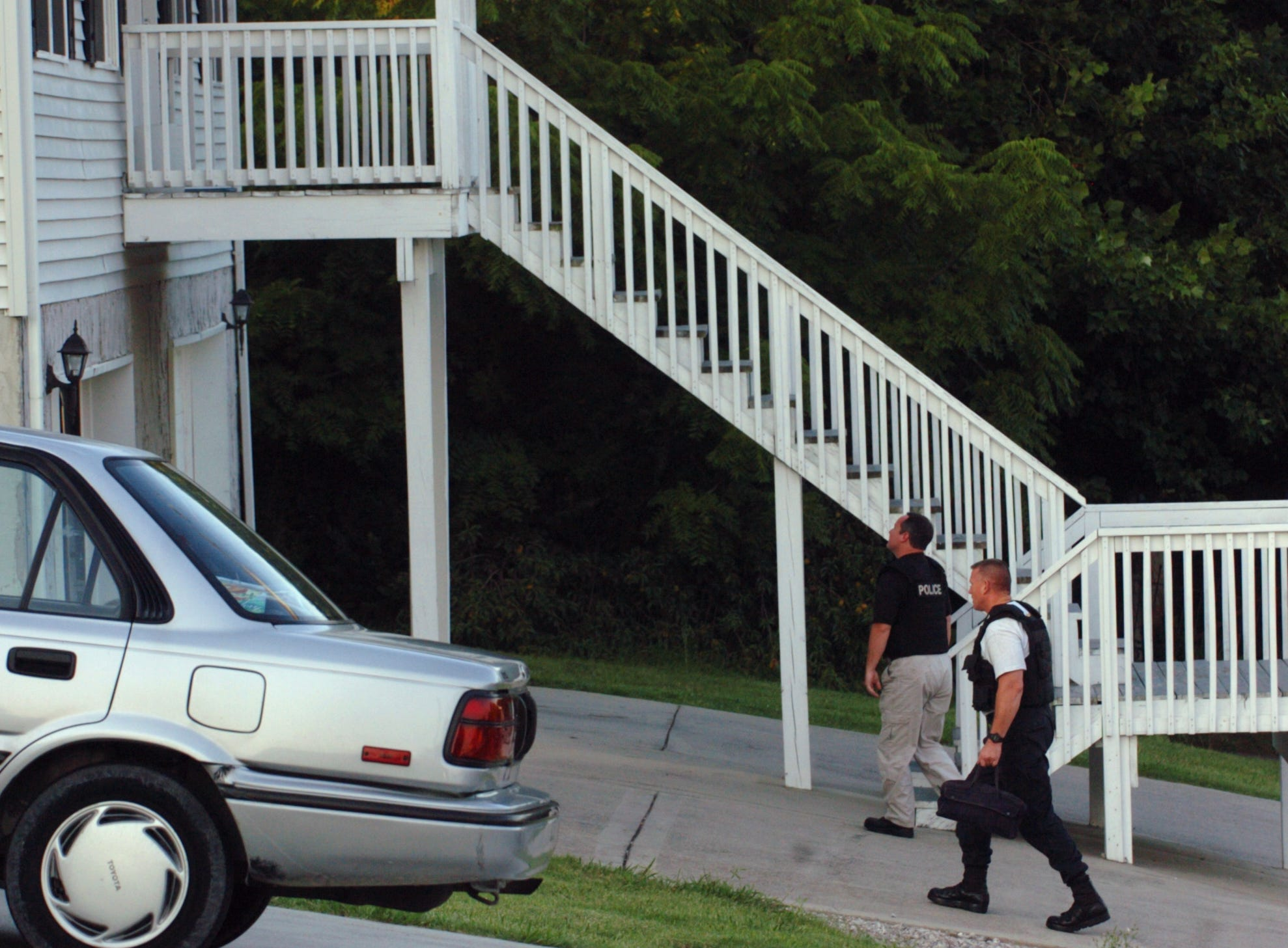 Knoxville Police Dept and FBU investigators arrive Sunday, July 27, 2008, at the home of church shooting suspect Jim Adkisson in Knoxville, TN.