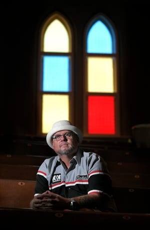 Country comedian Cledus T. Judd, inside the Ryman Auditorium in Nashville, hopes to mount a comeback after more than 10 years out of the spotlight.
