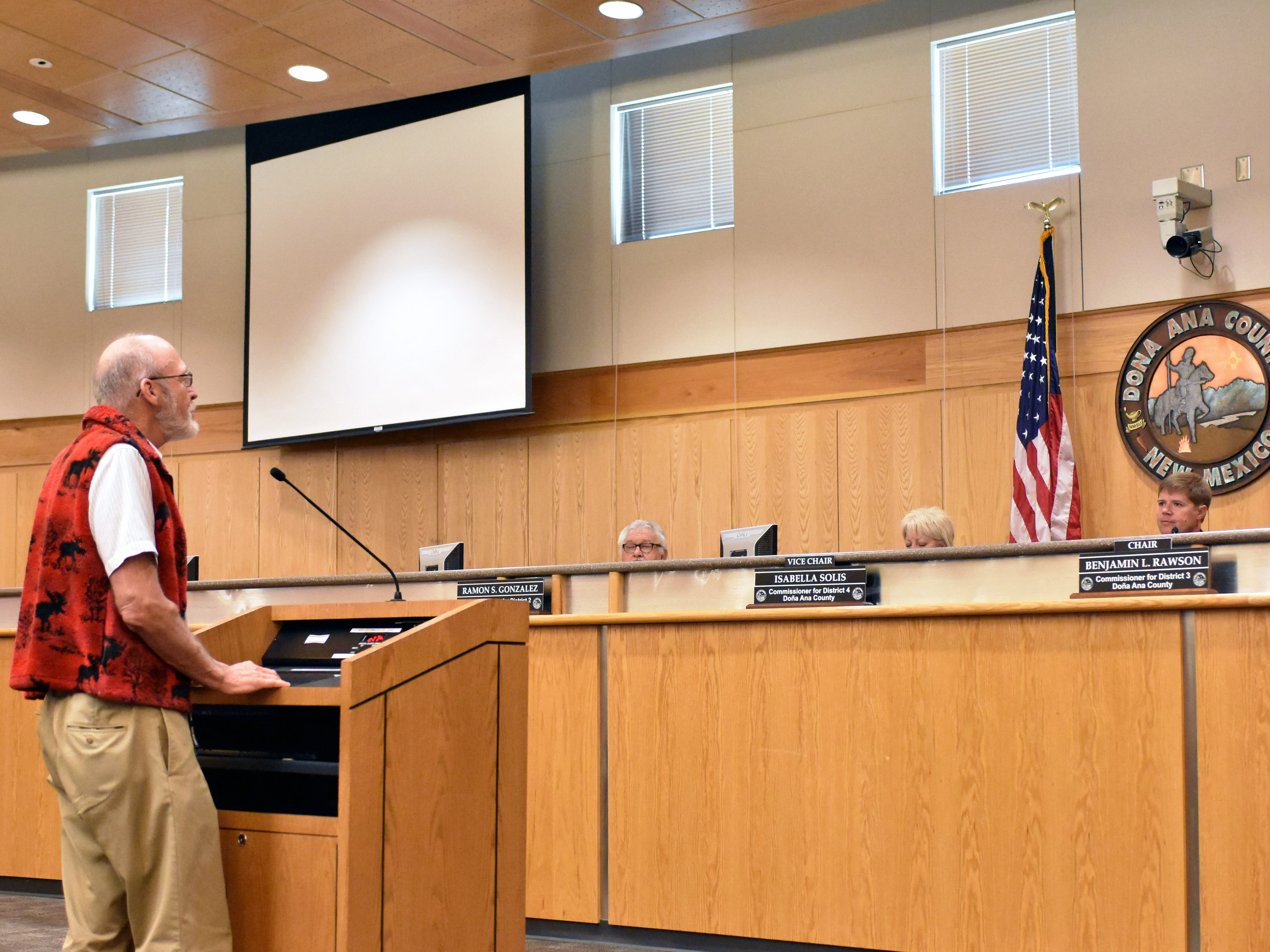 Doña Ana County resident Allen Downs addresses the county commission during a special meeting Tuesday, Sept. 4, 2018 at the Doña Ana County Government Center, 845 N. Motel Blvd. in Las Cruces. Downs spoke in favor of straight-party voting.