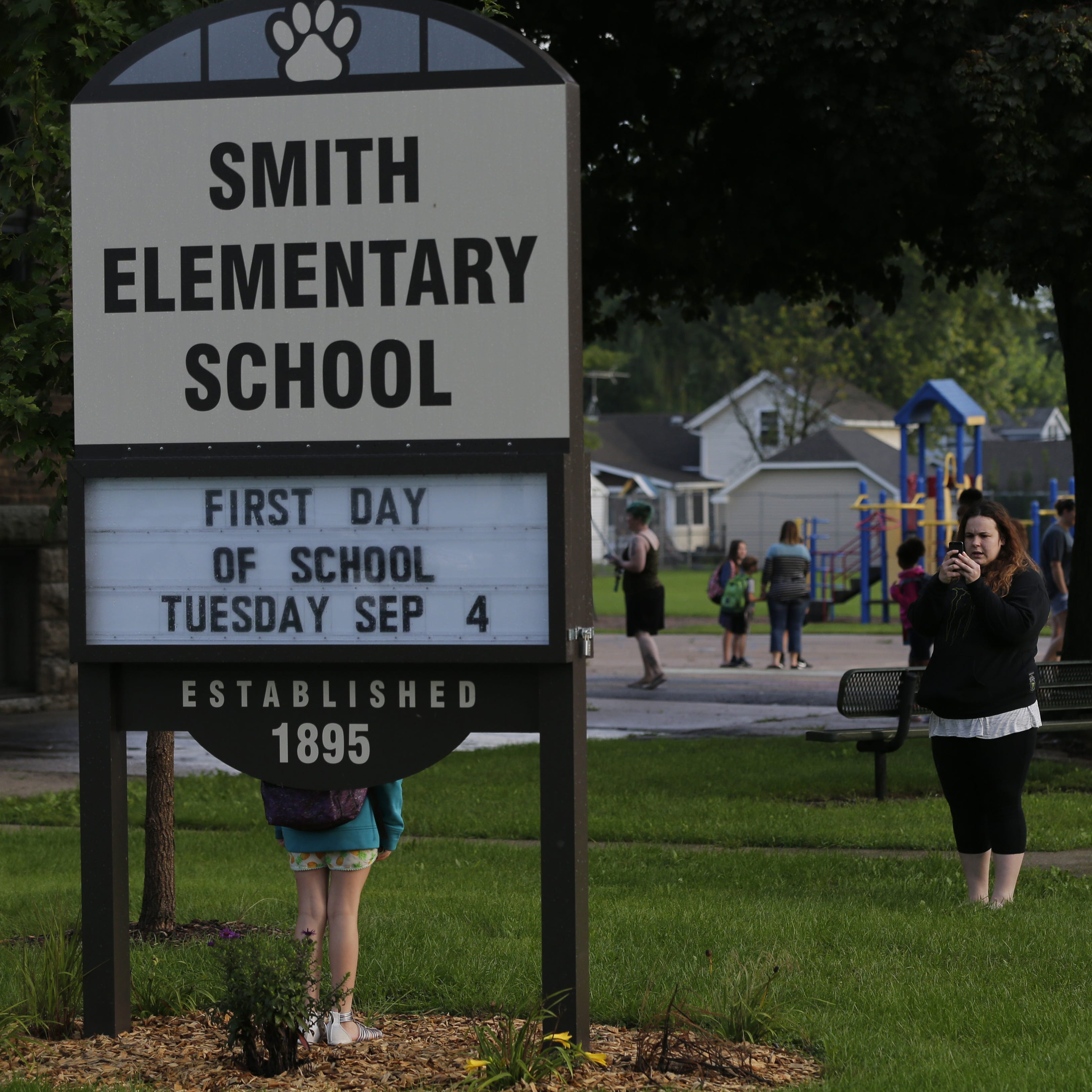 Oshkosh school board hears from the community about proposed Smith Elementary closure