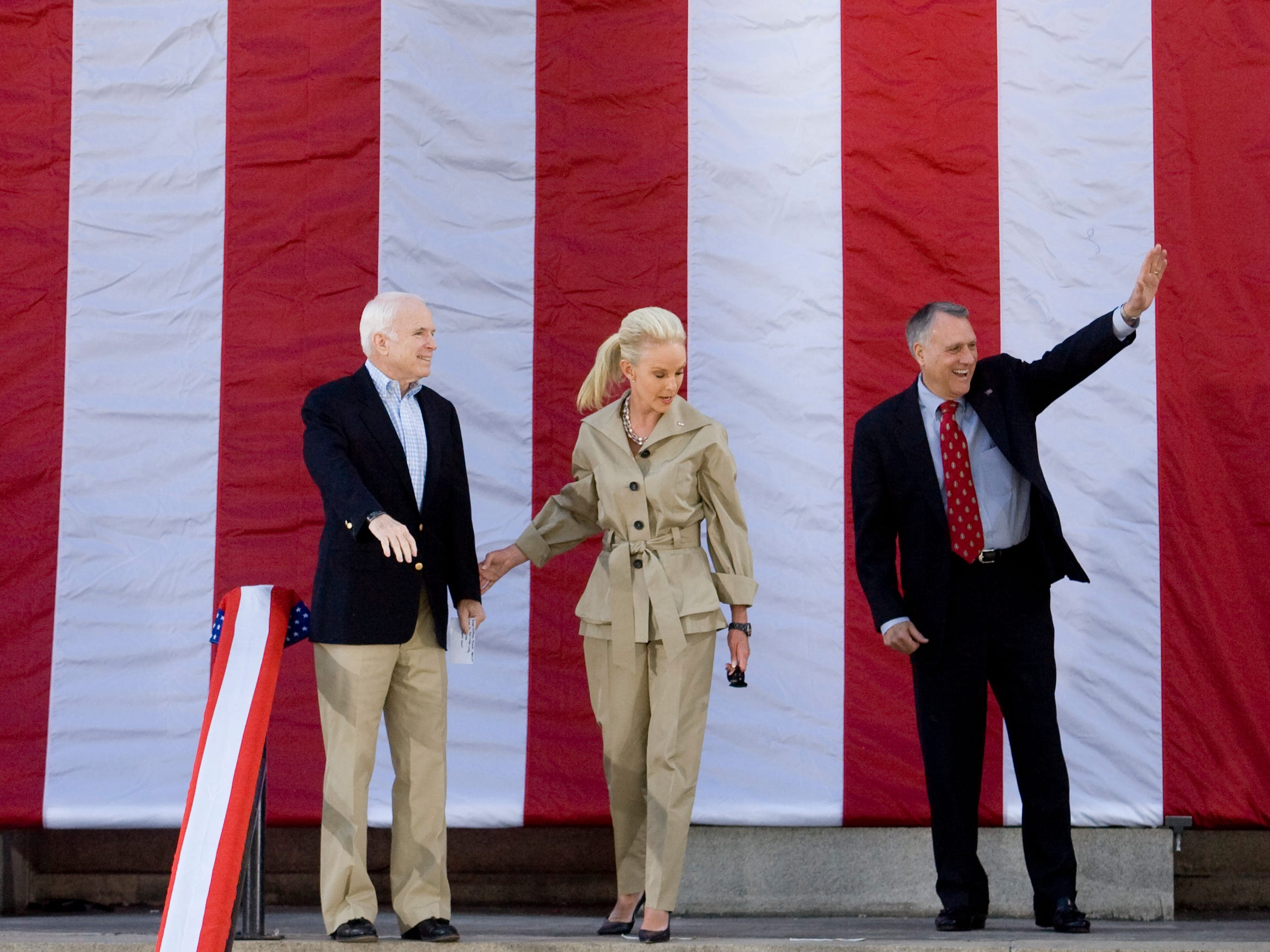 Presidential candidate John McCain, Cindy McCain, and Senator Jon Kyl greet a crowd from the steps of the Yavapai County Court House in Prescott, April 5, 2008.