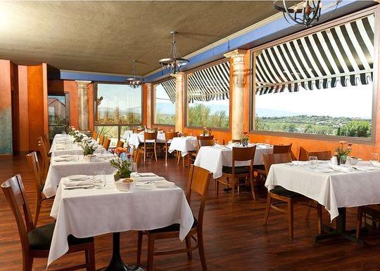 El restaurante Vivace en Tucson ofrece una vista impresionante mientras se cena.