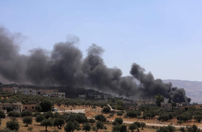 Smoke blows from buildings on fire that were hit by reported Russian air strikes in the rebel-hold town of Muhambal in Idlib province on September 4, 2018. Russian warplanes battered Syria's rebel-controlled northwestern Idlib province on September 4 for the first time in three weeks, the Syrian Observatory for Human Rights reported.
