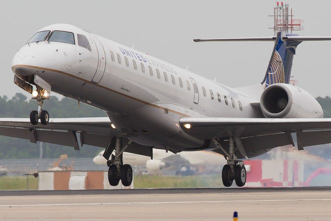 A United Express Embraer E145 regional jet lands at Houston Bush Intercontinental Airport in June 2015.