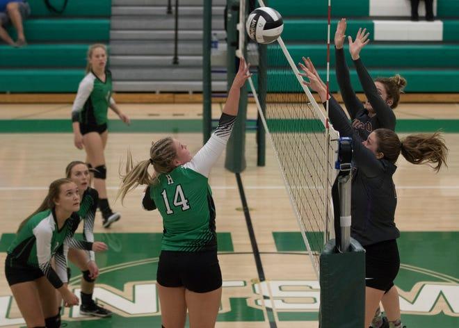 Huntington's volleyball team defeated Unioto Tuesday night 3-2 at Huntington High School.