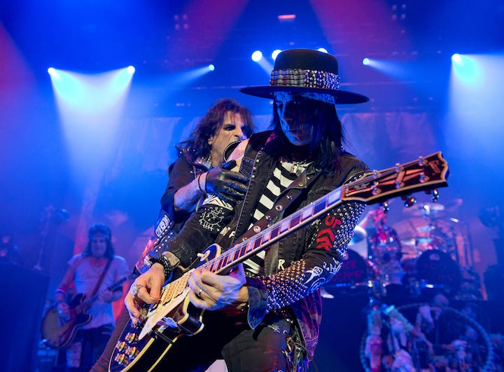 Alice Cooper and Tommy Henriksen perform.