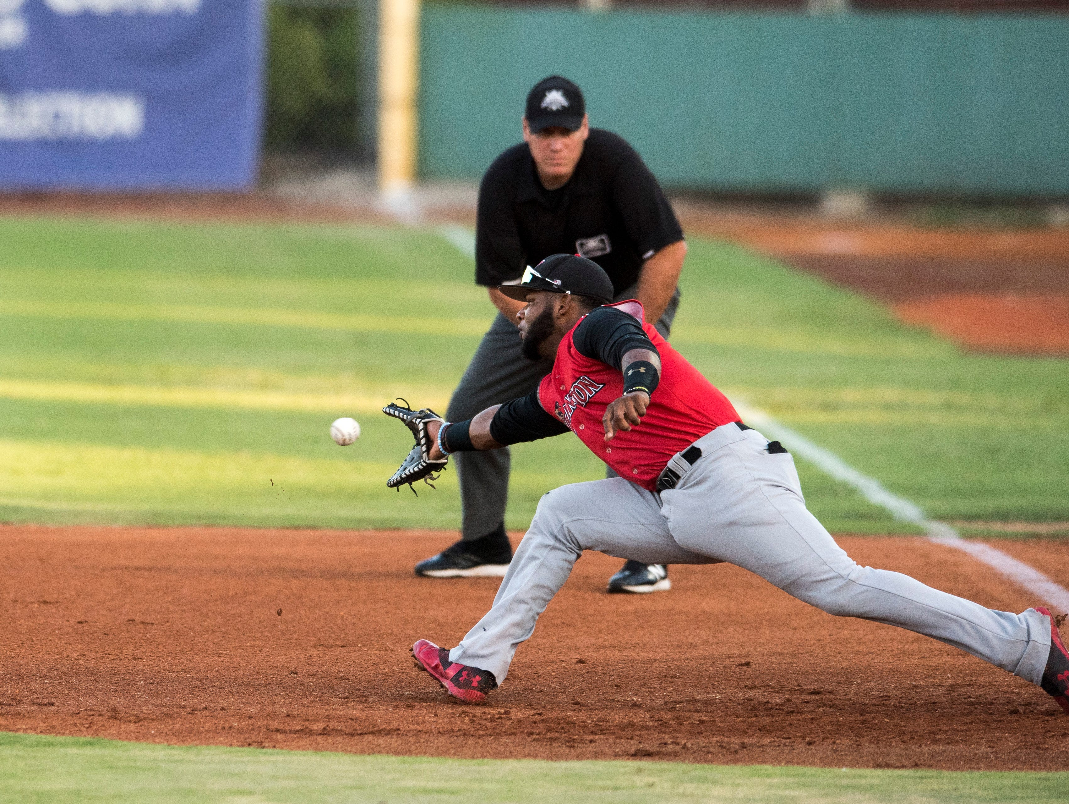 Washington's Reydel Medina (21) reaches for the ball at first base during game one of the Frontier League Division Series at Bosse Field against the Evansville Otters Tuesday, September 4, 2018.