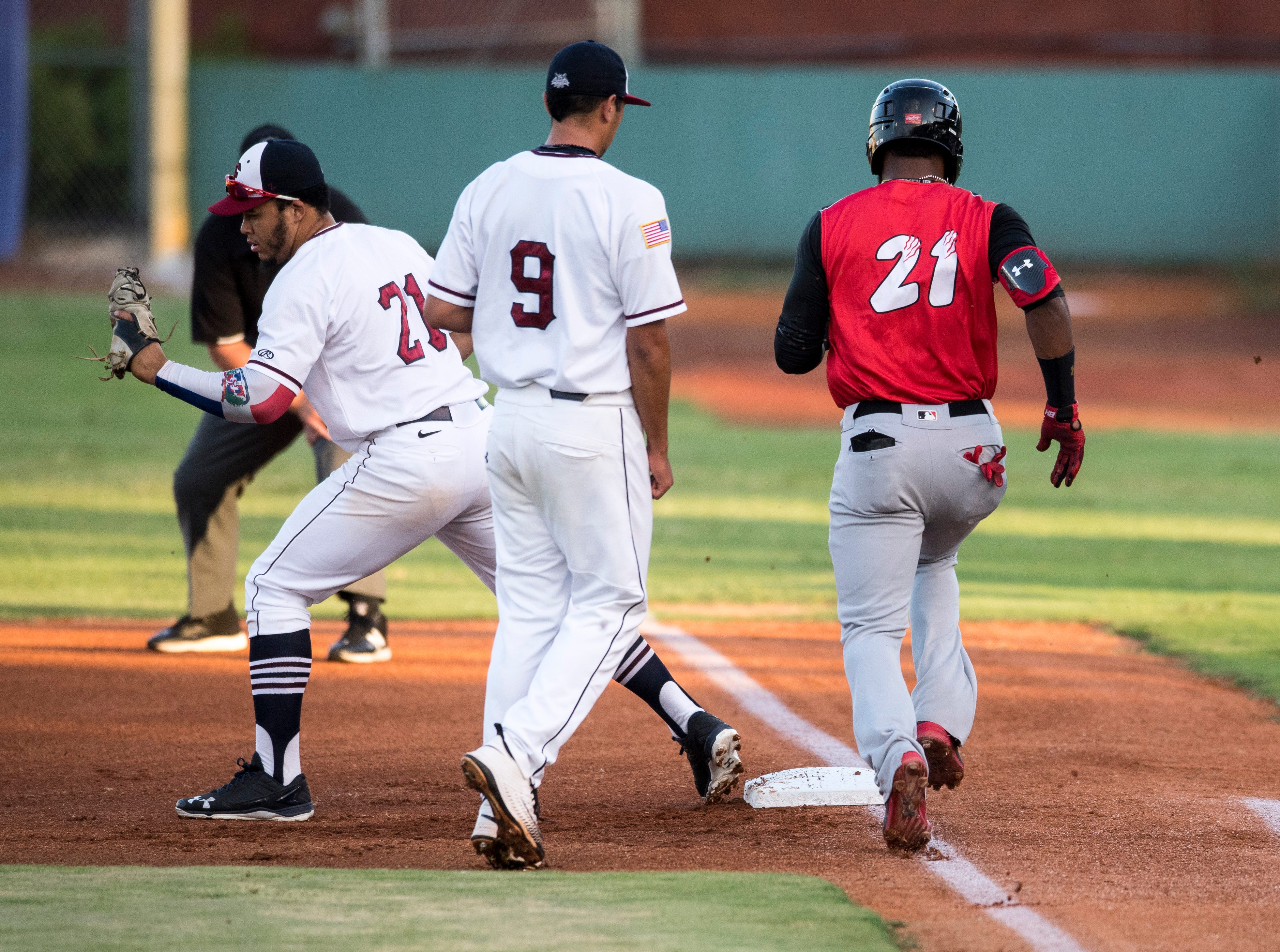 Evansville's Carlos Castro (21) outs Washington's Reydel Medina (21) during game one of the Frontier League Division Series at Bosse Field against the Washington Wild Things Tuesday, September 4, 2018.