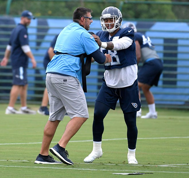 Titans coach Mike Vrabel practices with Harold Landry (58) on Wednesday at Saint Thomas Sports Park.