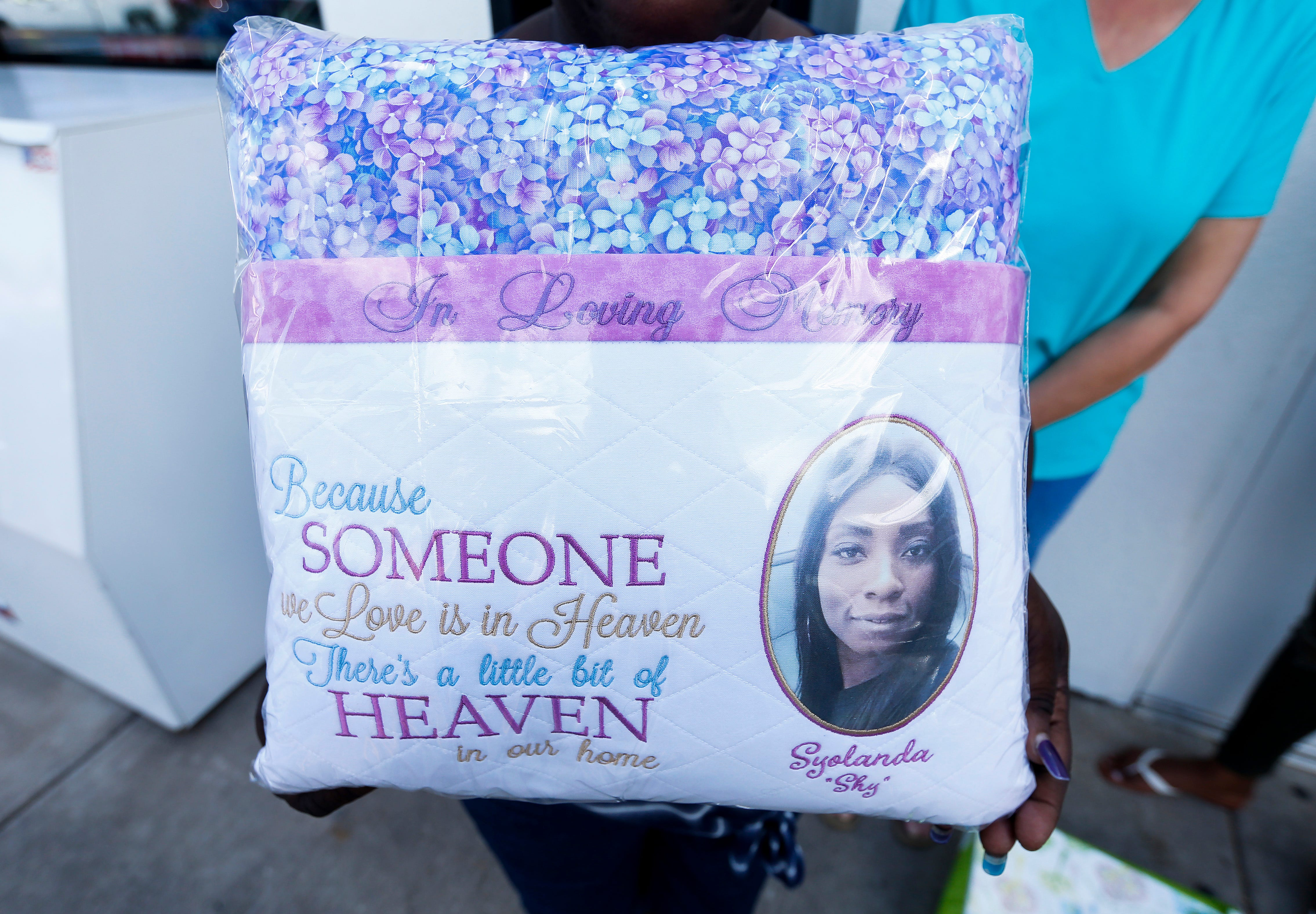 Linda Carter, left, the mother of Slyolandra Patterson, displays the pillow that Dee Lawson made for her family. Patterson was found dead with a gunshot wound on Saturday, Aug. 25, 2018 inside a home in the 2600 block of South Fremont Avenue.