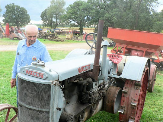 Fred Heidt of Cambria shares information about his 1932 Wallis tractor.