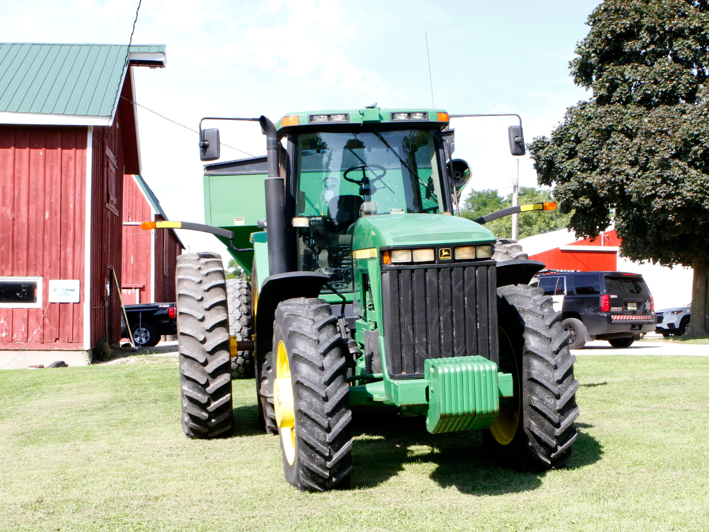 Extensions on each side of the tractor make the equipment more visible to drivers.