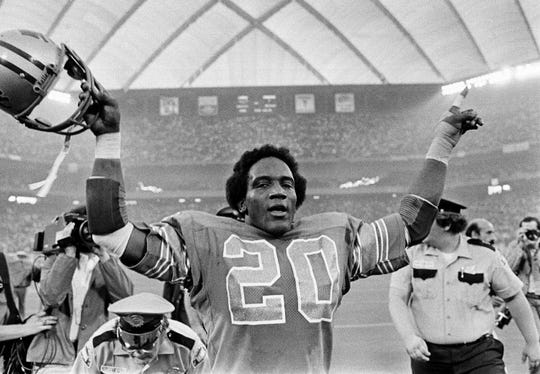 Detroit Lions running back Billy Sims waves to fans after a 27-7 victory over the Minnesota Vikings at the Silverdome in Pontiac, Mich., September 26, 1980.