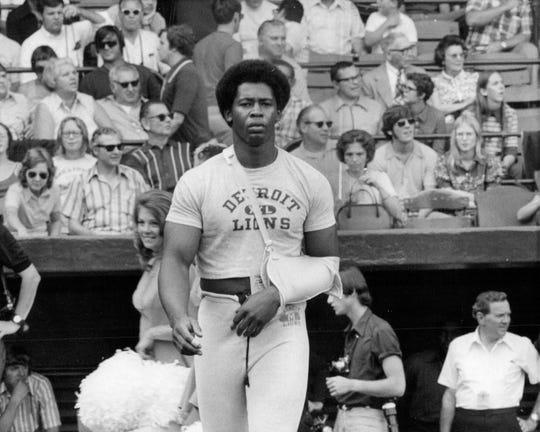"""Charles Alvin """"Charlie"""" Sanders is seen wearing a sling in 1972."""