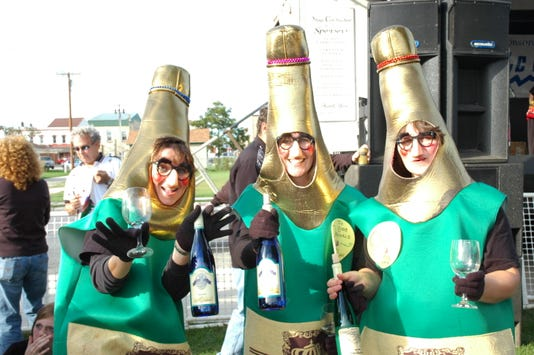 Kew 0908 Von Stiehl Wet Whistle Costumes