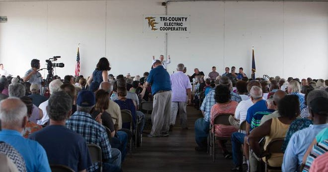 Lou Green of the Tri-County Electric Co-Op addresses the crowd of more than 1,000 members at a special meeting at the company headquarters on Aug. 18, 2018.