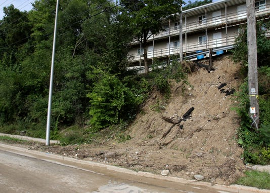 Mud Closes Pewaukee Road Section In Waukesha 4