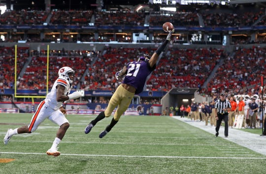Washington wide receiver Quinten Pounds (21) makes a touchdown catch against Auburn cornerback Jamel Dean (12) on Saturday, Sept. 1, 2018, in Atlanta.