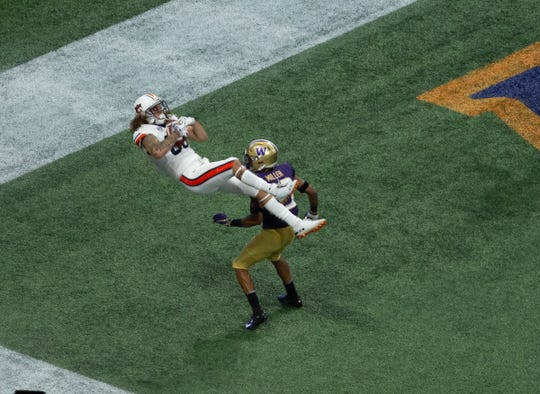 Auburn wide receiver Sal Cannella (80) catches a pass for a touchdown against Washington pon Saturday, September 1, 2018, in Atlanta.