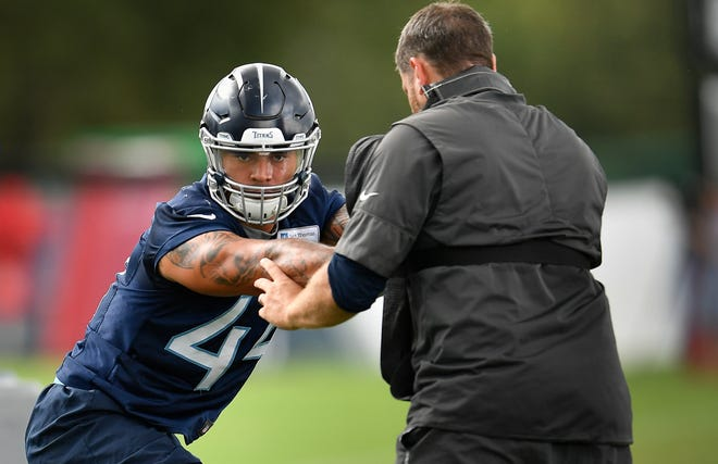 Titans linebacker Kamalei Correa (44) works with outside linebackers coach Shane Bowen during practice Thursday at Saint Thomas Sports Park.