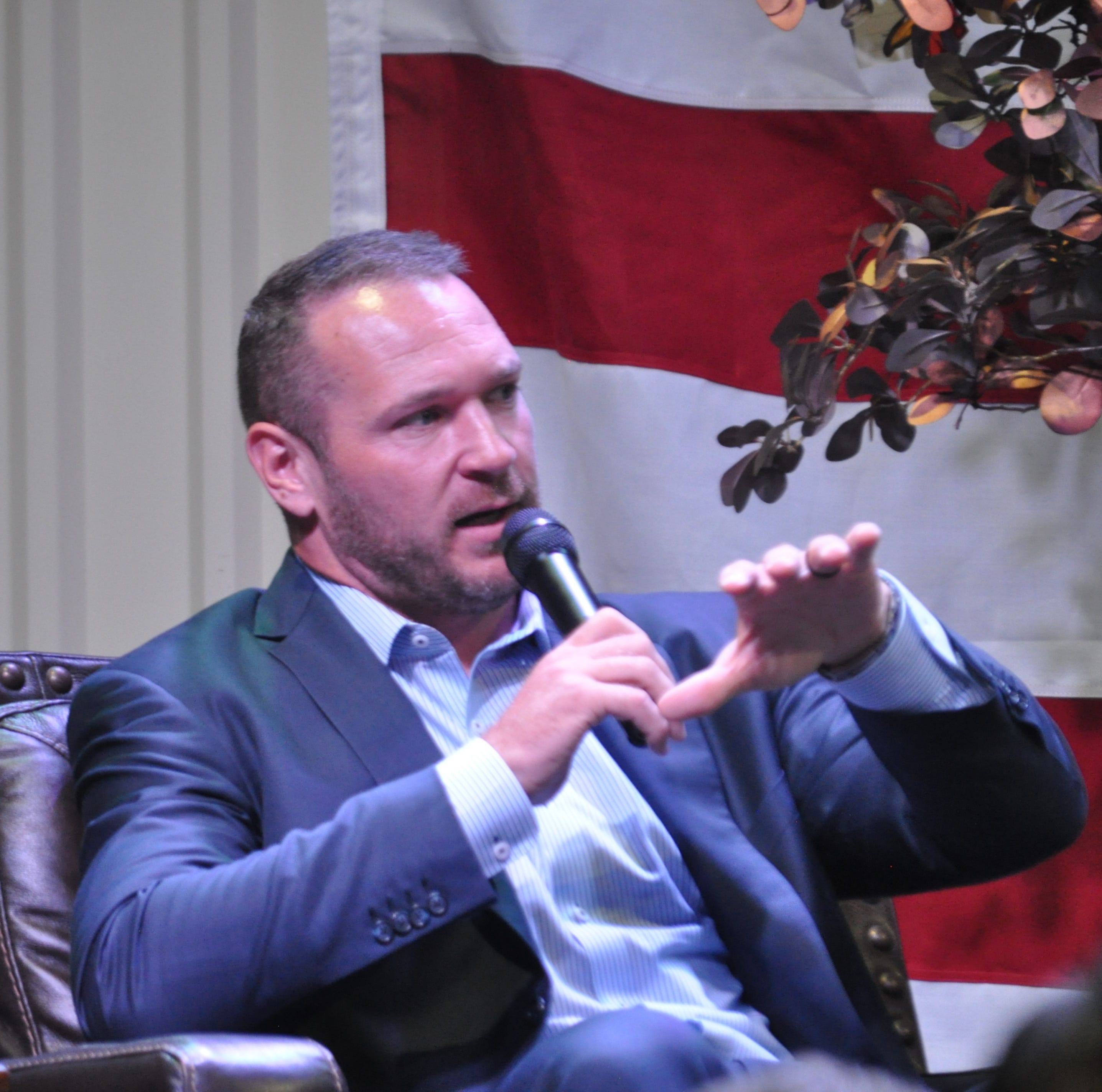 Brian Urlacher appearance a big hit with local athletes