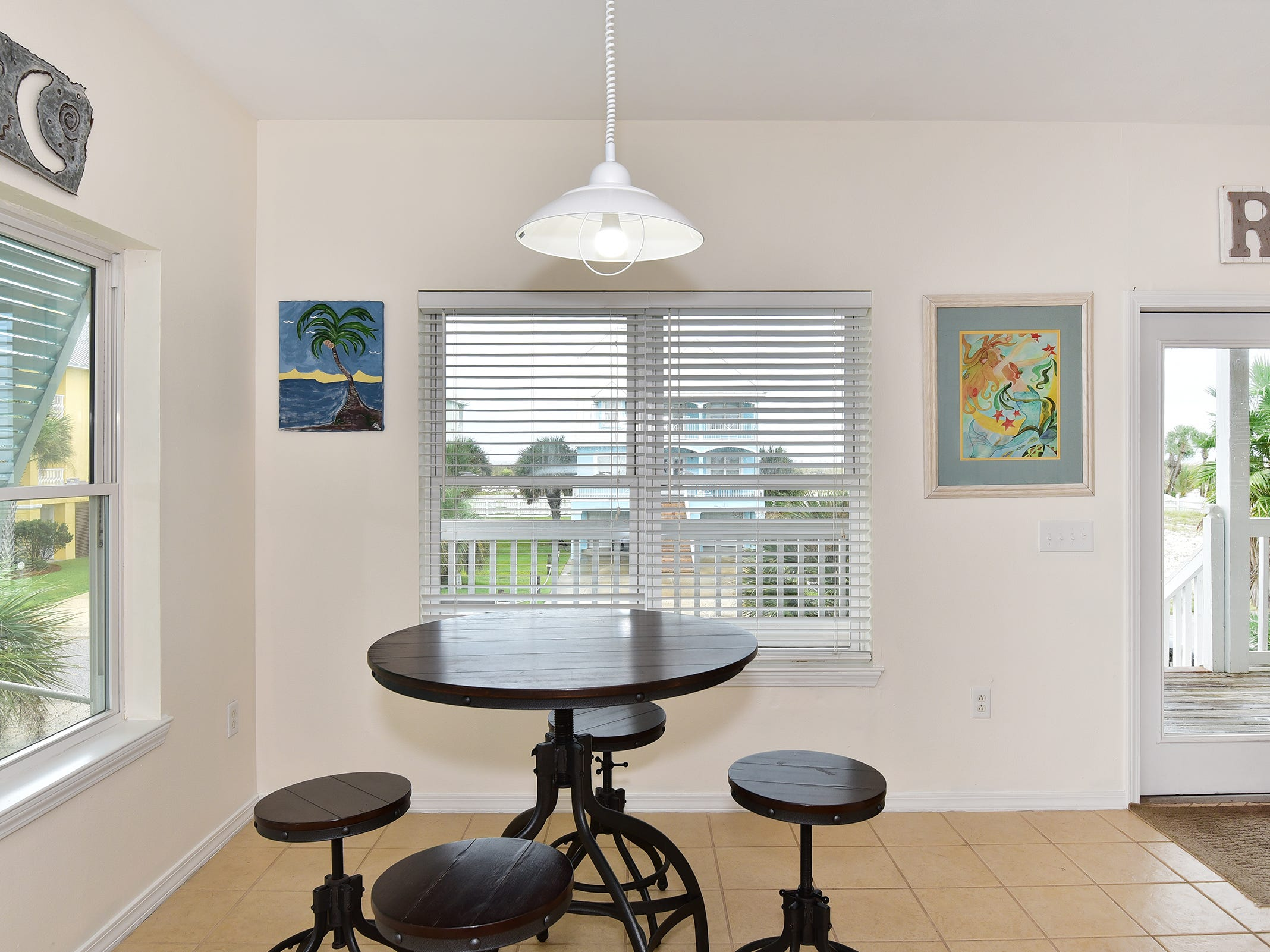 14 Ensenada MarbellaThe breakfast nook is perfect for casual meals.