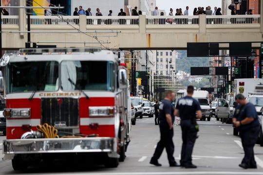 Los cuerpos de rescate fueron los primeros en arribar al lugar del tiroteo.