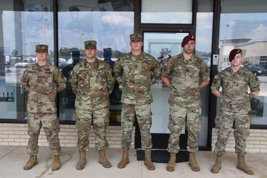 Local soldiers at Army recruiting center