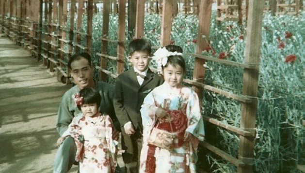 Isao Eitoku with children, Amy, Jimmy, and Lori at Sam's Greenhouse on January 1, 1969.