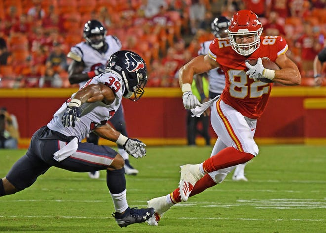 KANSAS CITY, MO - AUGUST 09:  Tight end Alex Ellis #82 of the Kansas City Chiefs rushes up field against defensive back Ibraheim Campbell #39 of the Houston Texans during the second half on August 9, 2018 at Arrowhead Stadium in Kansas City, Missouri. Ellis is a graduate of Delmar High School.