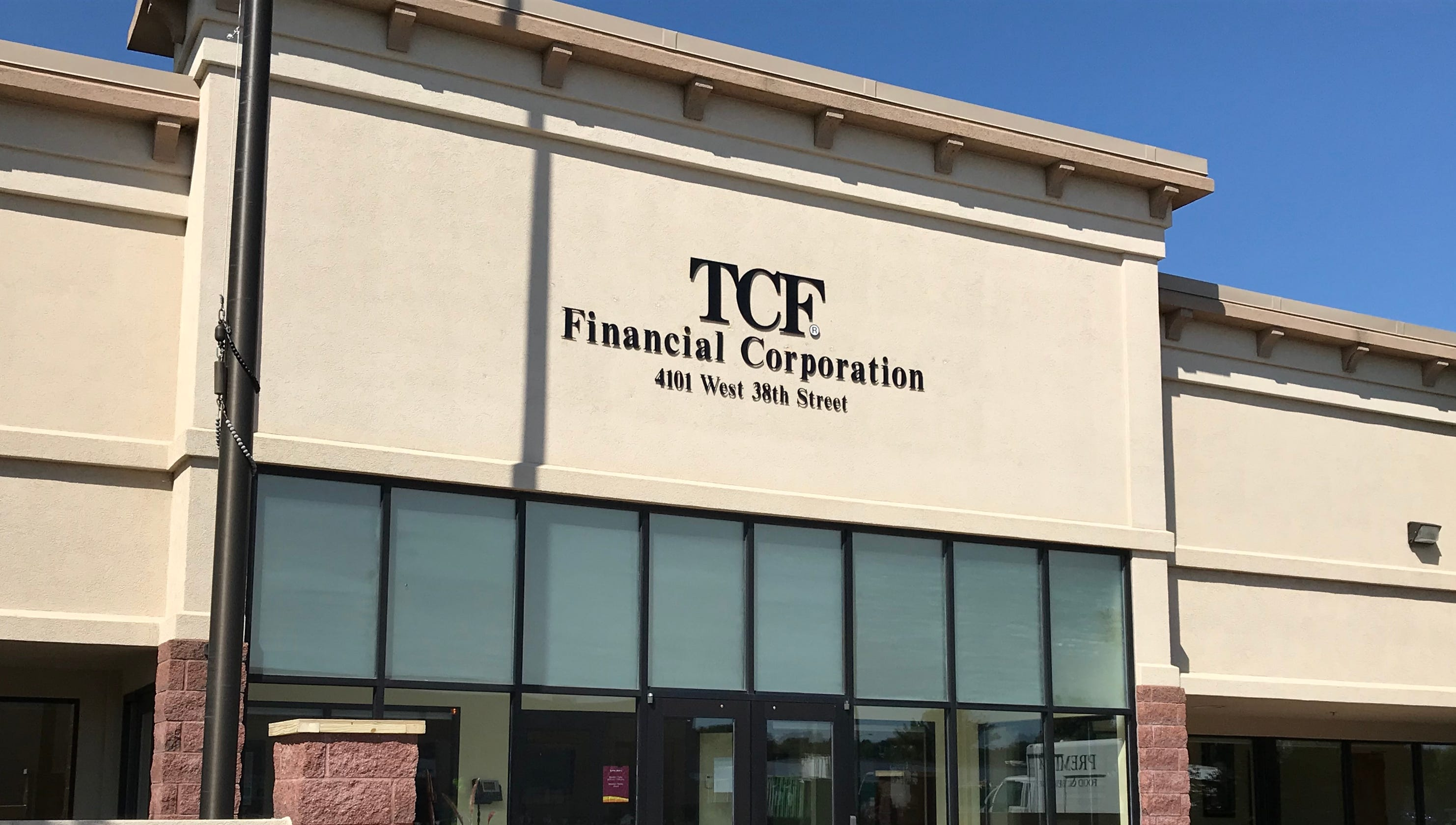 TCF Bank to close, sell Sioux Falls center