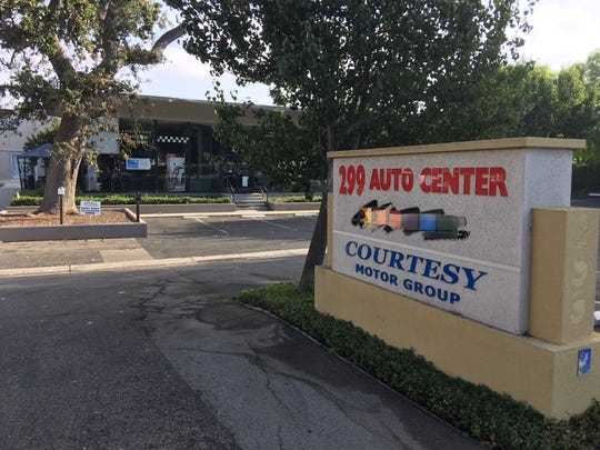 A one-story used car and auto body repair shop at 299 E. Thousand Oaks Blvd. will be torn down to make way for a mixed-use development the Thousand Oaks City Council recently green-lighted.