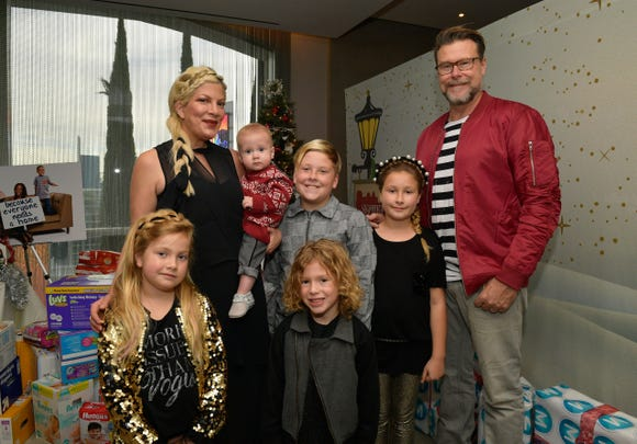 Tori Spelling (L), Dean McDermott, and their children.