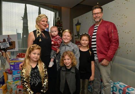Tori Spelling (L), Dean McDermott, and their children.