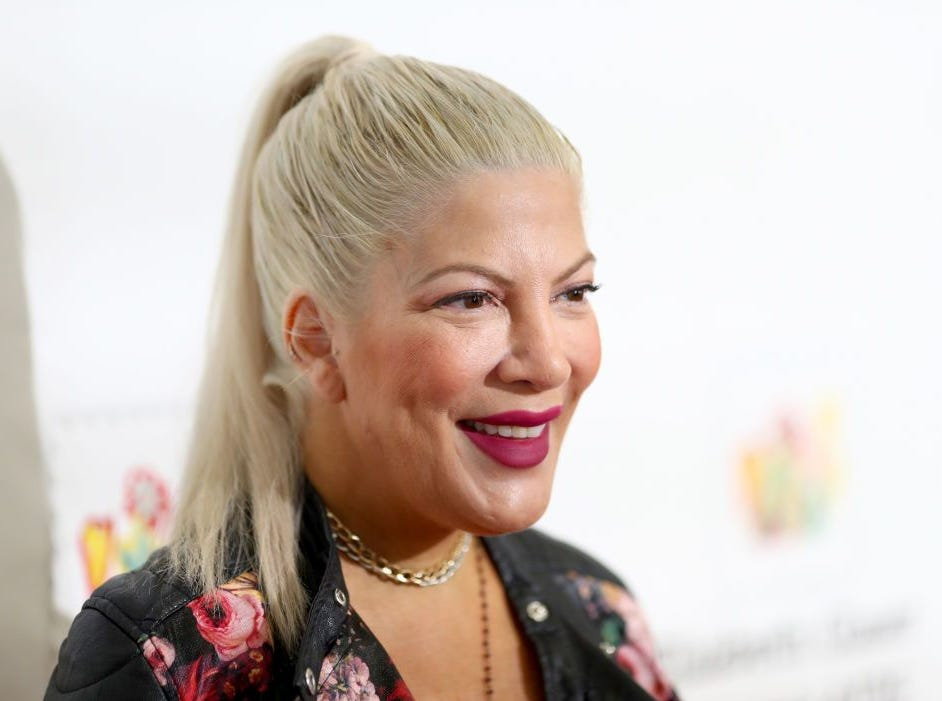 Disgusting mom-shaming comments on Tori Spelling's back-to-school photo will enrage you