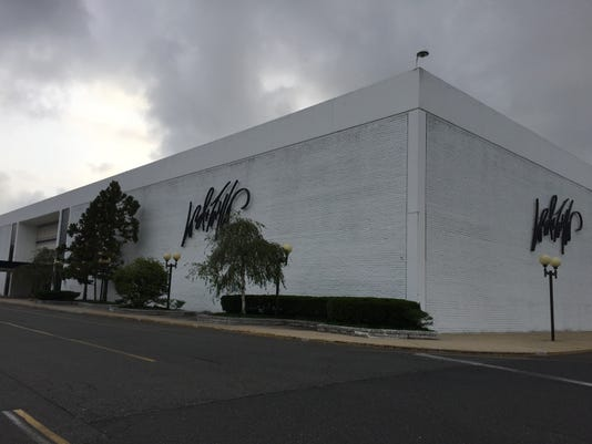 Lord & Taylor to close Monmouth Mall store