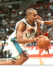 Grant Hill in his final season with the Pistons in 1999-2000.