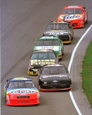 Jeff Gordon at the head of the pack  at the 1994 Brickyard 400.