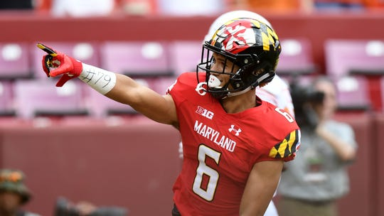 South Fort Myers alum Jeshaun Jones points to his mom, Nicole Baran, after scoring his first of three touchdowns on three touches in the true freshman's Maryland debut in last Saturday's upset of then-No. 23 Texas on the Washington Redskins' FedEx Field.