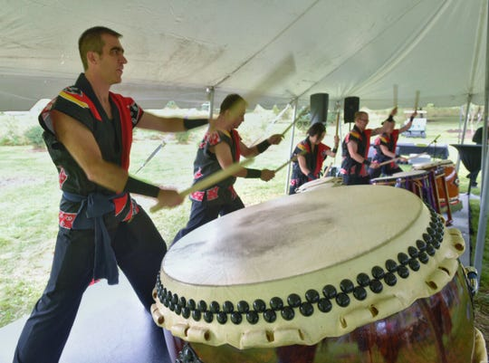 Raion Taiko is a drumming group. The group of drums is  called kumi-daiko.