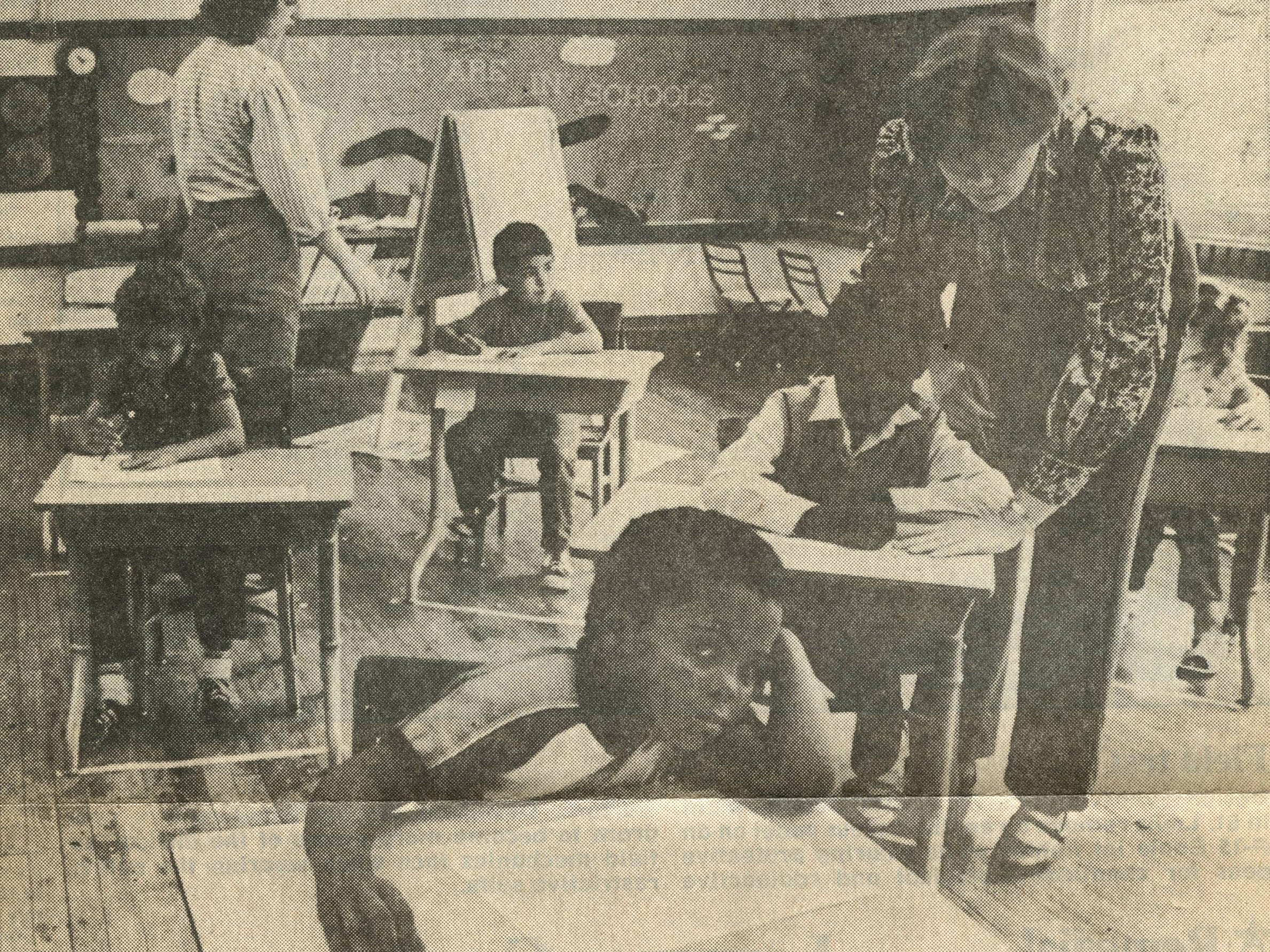 Lori Phipps, left, and Janet Carpenter team up at Boyd Elementary School to teach first- and second-grade students in an experimental remediation class in 1986.