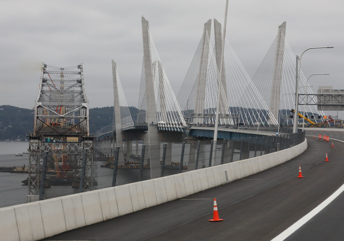 Engineers worry Tappan Zee Bridge could collapse, push