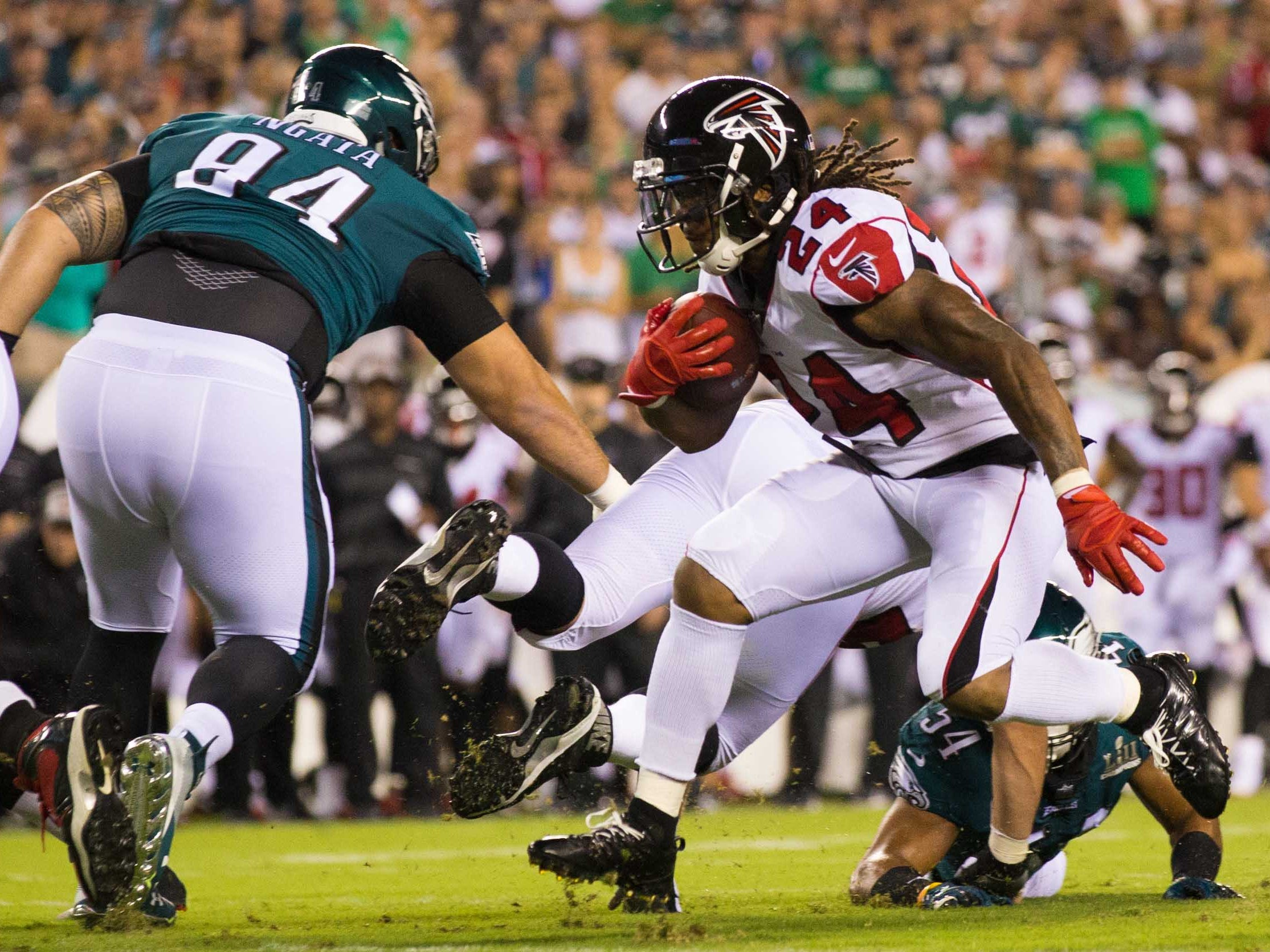 Atlanta Falcons running back Devonta Freeman runs with the ball against Philadelphia Eagles defensive tackle Haloti Ngata during the first quarter at Lincoln Financial Field.