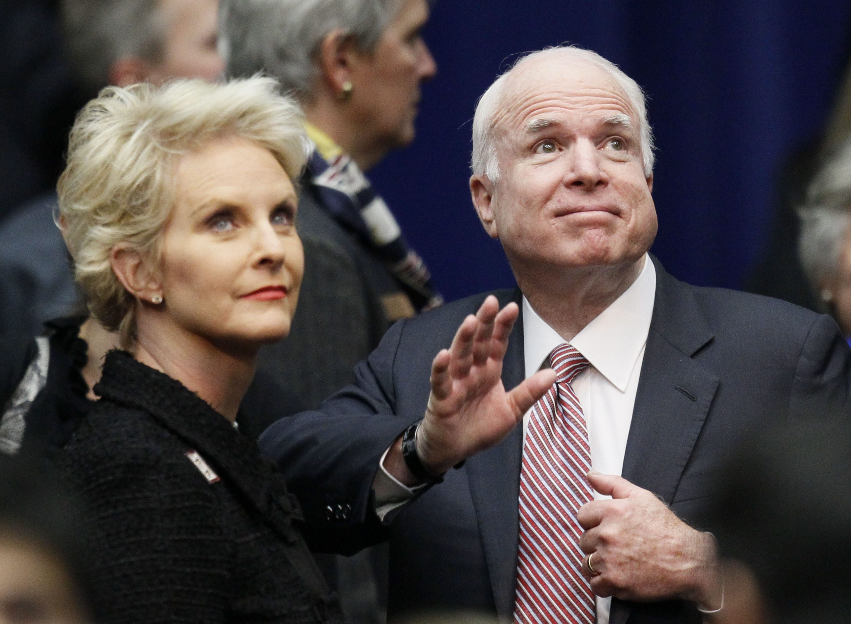 Cindy McCain weeps during powerful rendition of 'Danny Boy