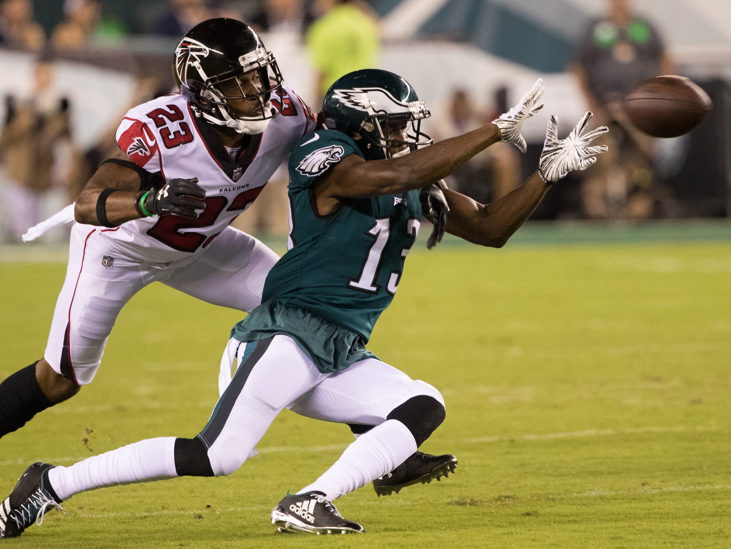 Philadelphia Eagles wide receiver Nelson Agholor makes a catch in front of Atlanta Falcons defensive back Robert Alford during the second quarter at Lincoln Financial Field.