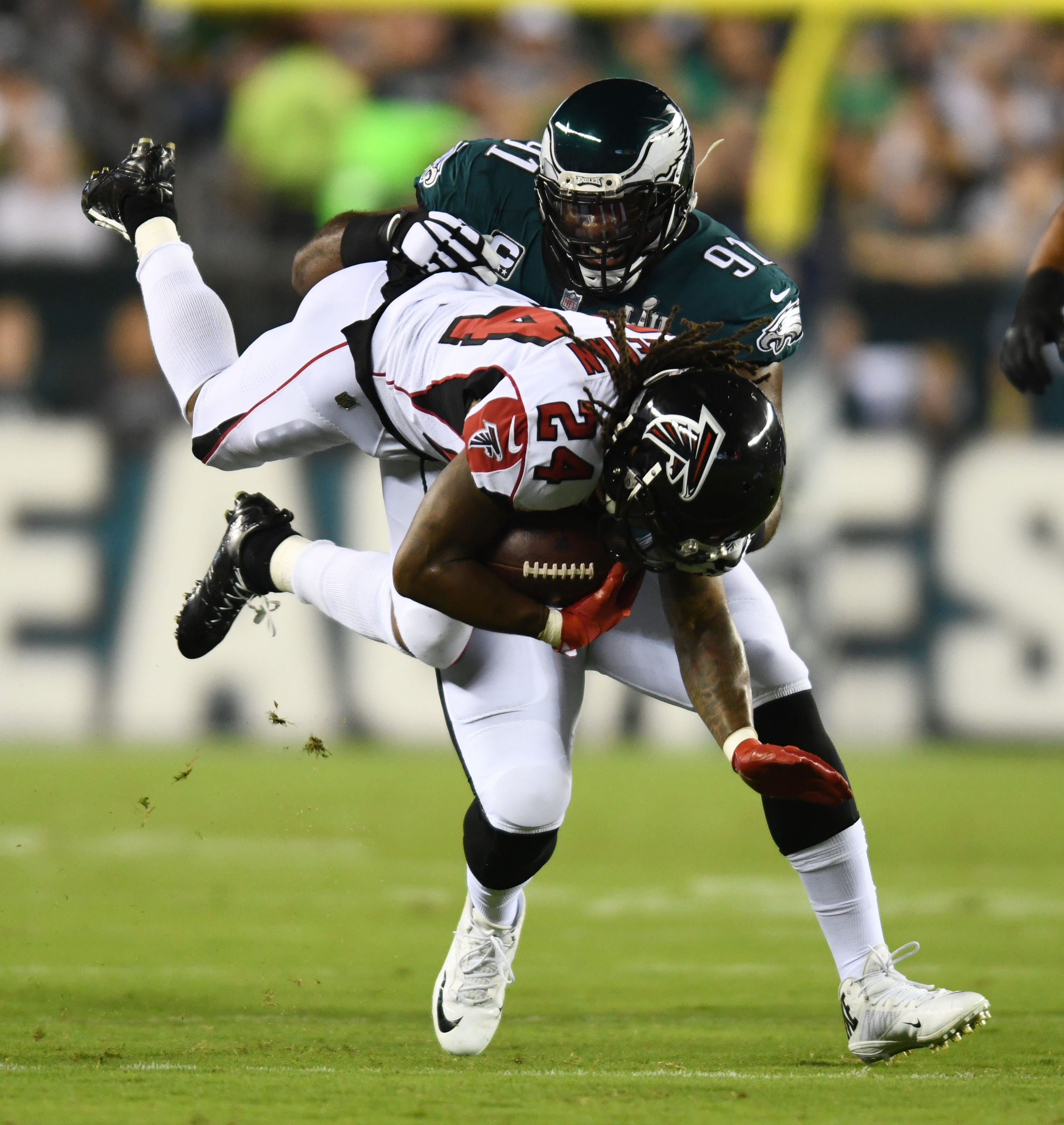 Philadelphia Eagles defensive end Fletcher Cox (91) tackles Atlanta Falcons running back Devonta Freeman (24) in the first quarter at Lincoln Financial Field. - Packers QB Carted Off In Clash With Bears