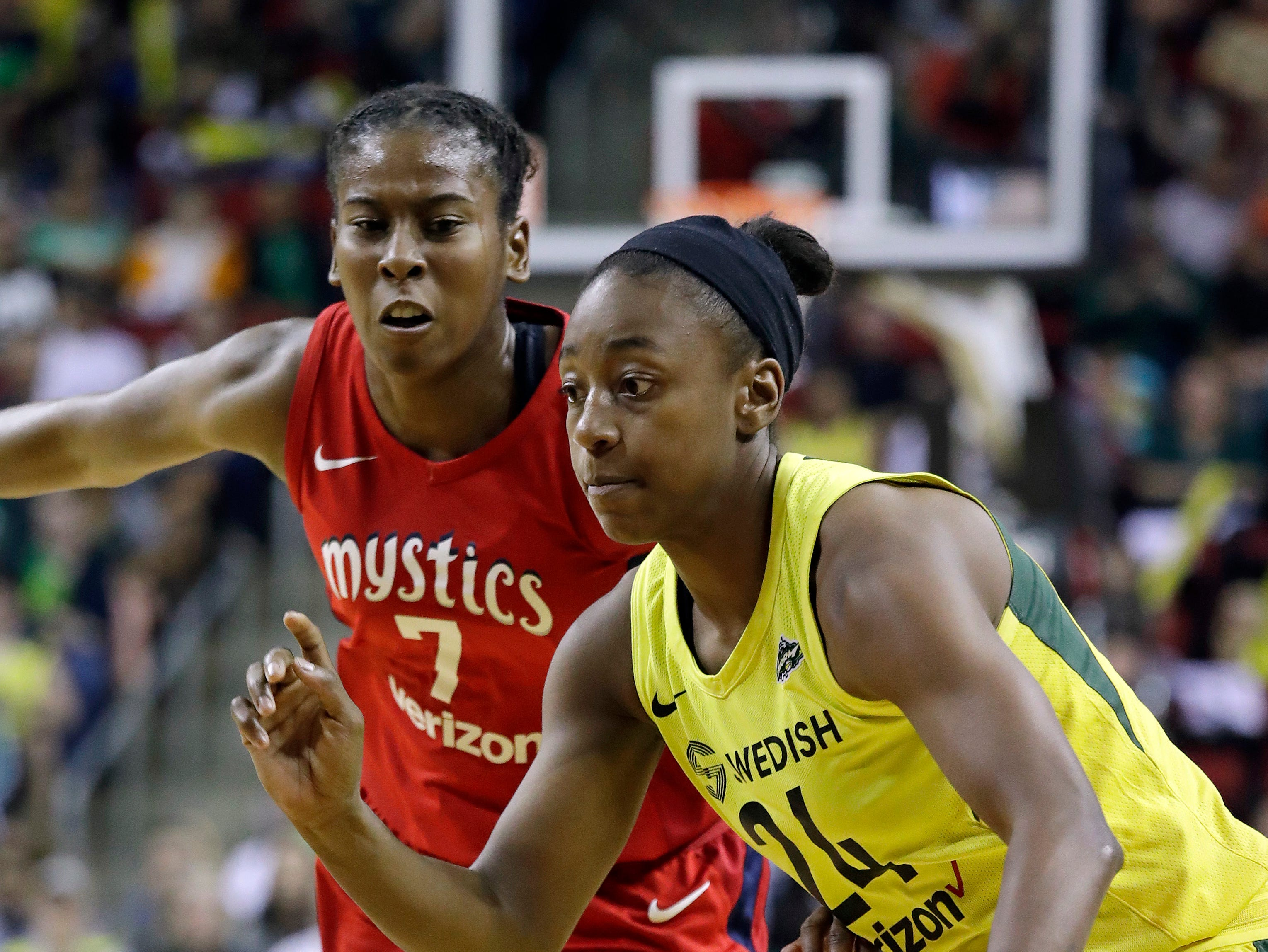 Jewell Lloyd takes a starring turn as Storm win Game 1